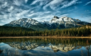 Canada-Alberta-nature-landscape-lake-snow-capped-mountains-reflection-sky-clouds_2560x1600