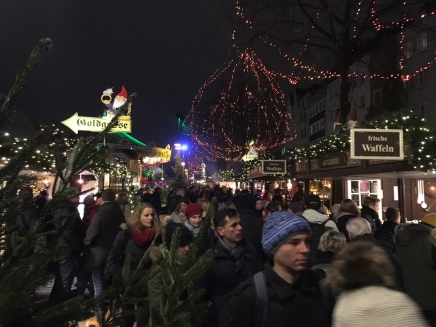 Christmas Market by night (ft. Random tourists)